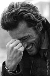 картинка Мужчина смеется